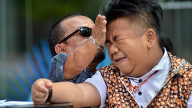 Ucok Baba dan hendrik Ceper - Mengidap penyakit Achondroplasia